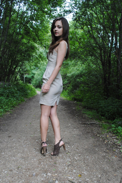 linen pastel asos dress - heather gray brown leather Pepe Jeans heels