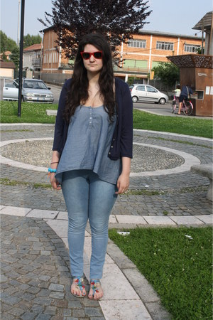 sky blue H&M jeans - ruby red Ray Ban sunglasses - sky blue top - navy cardigan