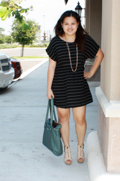 black Forever 21 dress - beige Mrkt shoes - green B Makowsky purse - pink Foreve