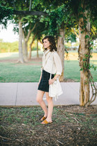 white bucket Old Navy bag - black pencil American Eagle skirt