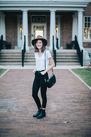 black chelsea boots - black high waisted BDG jeans