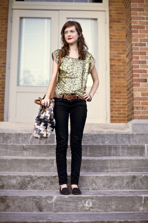 camel sequined Sugarlips shirt - black skinny American Eagle jeans