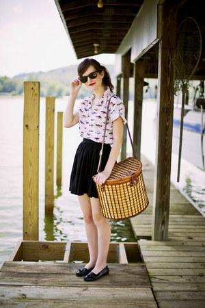 white fish print vintage shirt - dark brown wayfarer ray-ban sunglasses