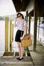 White-fish-print-vintage-shirt-dark-brown-wayfarer-ray-ban-sunglasses