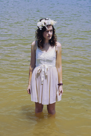off white ballet American Eagle dress - white floral crown DIY hat