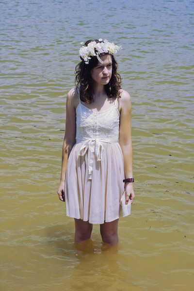 white floral crown DIY hat - off white ballet American Eagle dress
