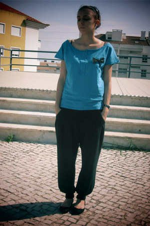 sky blue Lefties t-shirt - black Lefties pants - black pull&bear flats