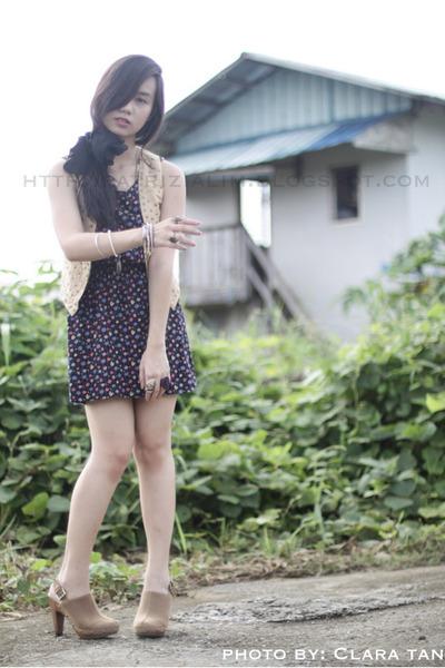 beige BKK brand vest - deep purple Topshop dress - beige Forever21 shoes