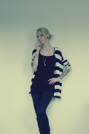 no name necklace - no name jeans - white H&M cardigan - black H&M top