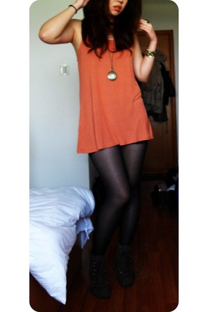 burnt orange H&M top - army green suede no name wedges - clock vintage necklace