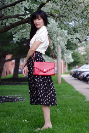 red thrifted purse - black thrifted skirt - eggshell olive des olive top - tan n