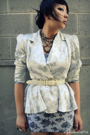 vintage blazer - thrifted belt - Forever 21 necklace
