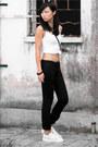 Black-gap-jeans-white-gap-top-white-adidas-sneakers