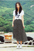 black vintage Ezzentric Topz skirt - white American Apparel t-shirt