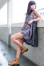 Brown-ariat-boots-violet-ezzentric-topz-dress-black-vintage-bag