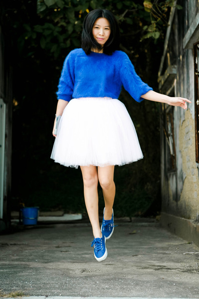 blue vintage jumper - blue Superga sneakers