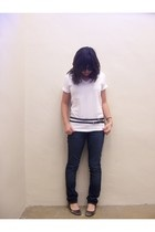 Hanes t-shirt - Levis jeans - Aldo shoes - Express belt