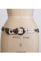 White-vintage-belt
