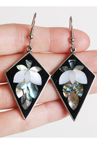 Vintage 90s Alpaca Silver MOP Leaf Onyx Inlay Earrings