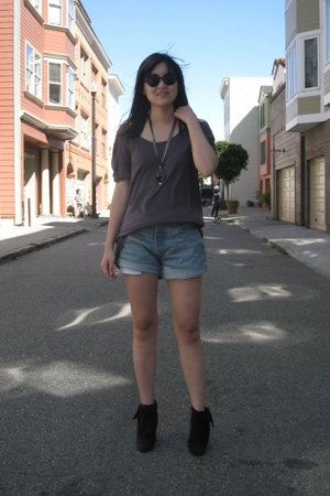 H&M sunglasses - morphine generation shirt - Levis shorts - Aldo shoes