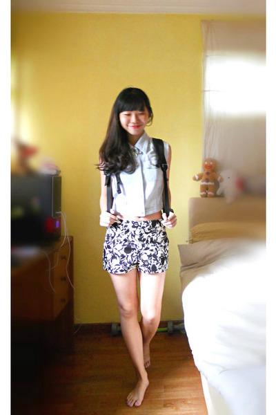 White Floral Print Gmarket Shorts, Black Backpack Shenzhen Bags ...
