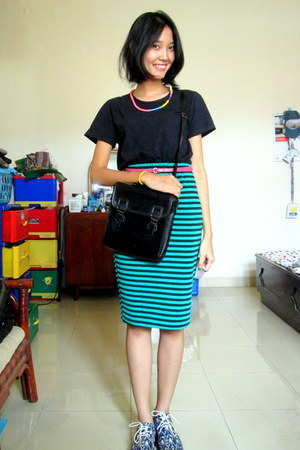 green stripes Gaudi skirt - blue perinted shoecorner shoes