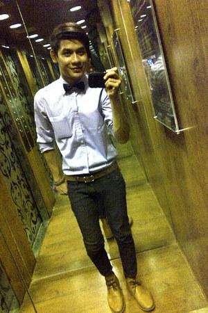 Parachute boots - flo jeans - Textman shirt - Levis belt - Brunch tie