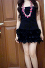 Black-zara-dress-pink-mango-necklace