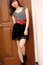 Gray-zara-top-black-zara-skirt-red-body-soul-belt