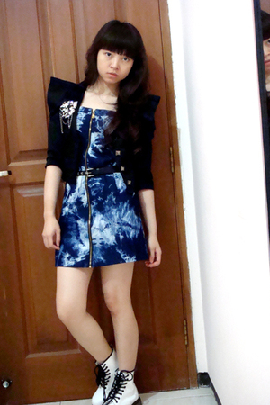 black random blazer - white doc martens boots - blue bleached Nyla dress