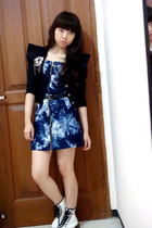 black random blazer - white doc martens boots - blue bleached Nyla dress