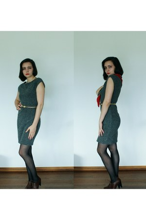 tweed-like Zara dress - red and blue vintage scarf - gold turtle vintage belt -