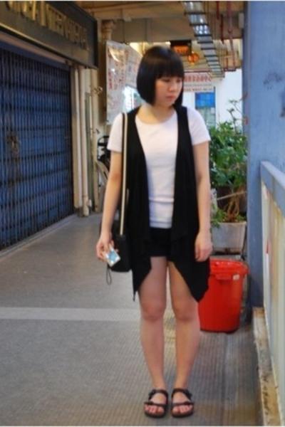 vest - t-shirt - shorts - shoes