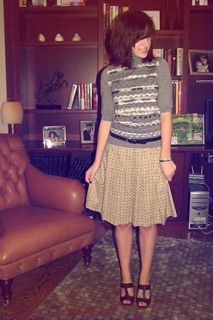Yves Saint Laurent sweater - Comptoir des cottoniers skirt - Gap belt - Modern V
