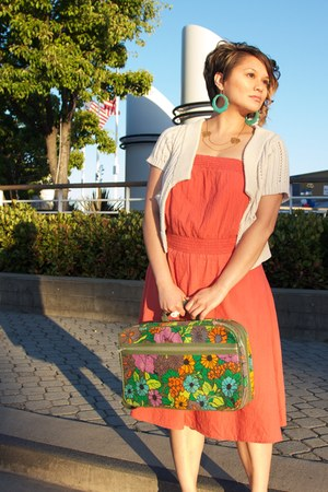 ring - salmon coral cotton Thommy Bahama dress - forest green vintage bag bag