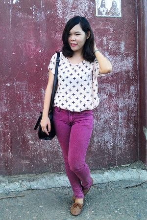 maroon maroon pink jeans - bubble gum printed cross blouse