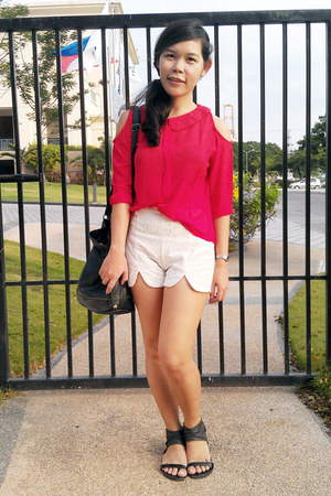lace white shorts - red blouse