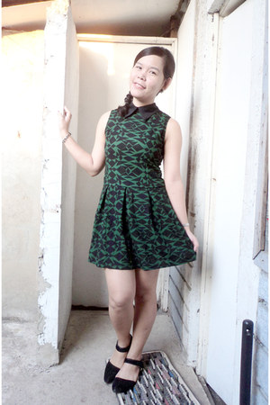 black shoes - dark green dress