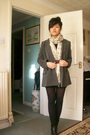 Beige-scarf-black
