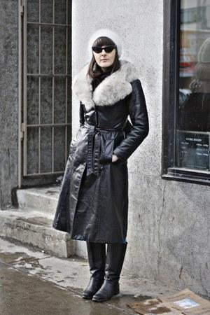 white hat - black jacket - black sunglasses