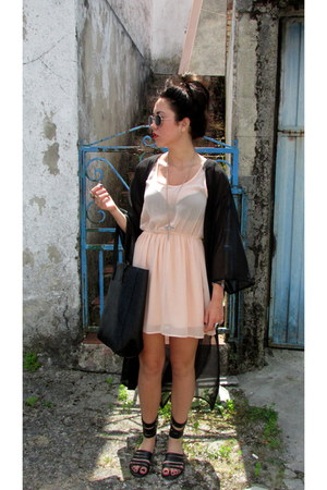 black H&M cape - light pink Bershka dress - black pull&bear sandals