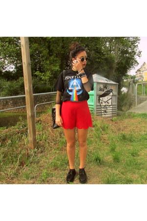 black Ebay shoes - black vintage shirt - red Primark shorts