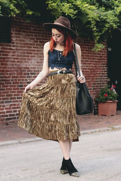 Navy-h-m-top-dark-khaki-thrifted-vintage-skirt