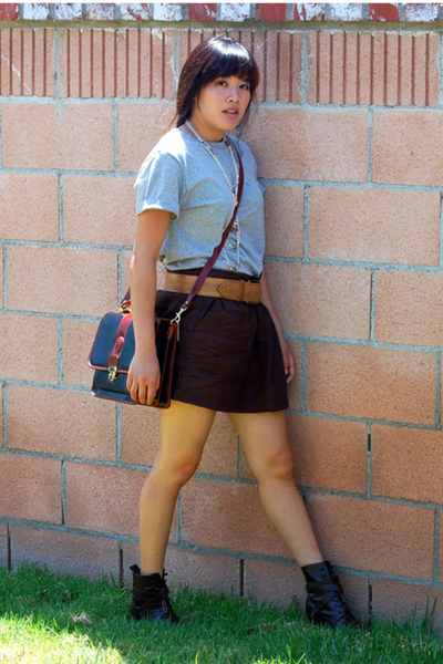 merona t-shirt - Old Navy shorts - predictions shoes - Rina Rich purse