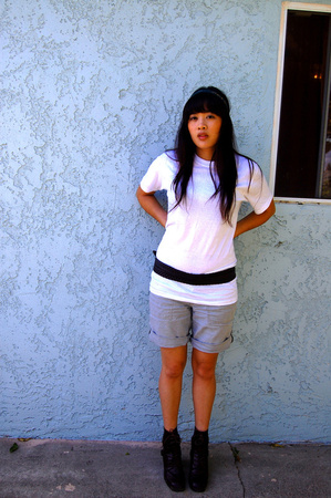 Hanes t-shirt - f21 belt - vintage shoes