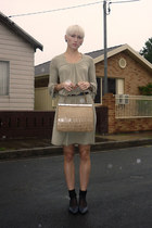 dark khaki mesop dress - navy leather court vintage shoes