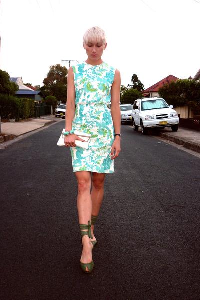 aquamarine floral summer vintage dress - white clutch vintage bag