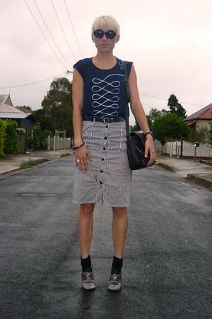 navy top - silver silver shoes - black satchel vintage bag