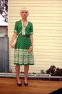 Navy-leather-vintage-shoes-green-linen-vintage-dress