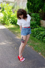 Red-fox-emandsprout-shoes-ivory-unknown-shirt-blue-cut-off-guess-shorts